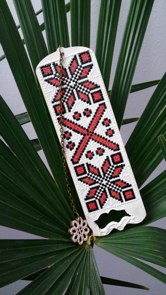 semn de carte cu motive traditionale quilling for you
